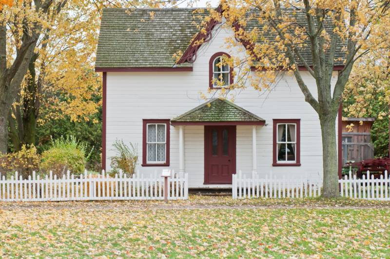 How to Start Investing: Pretty house in the fall