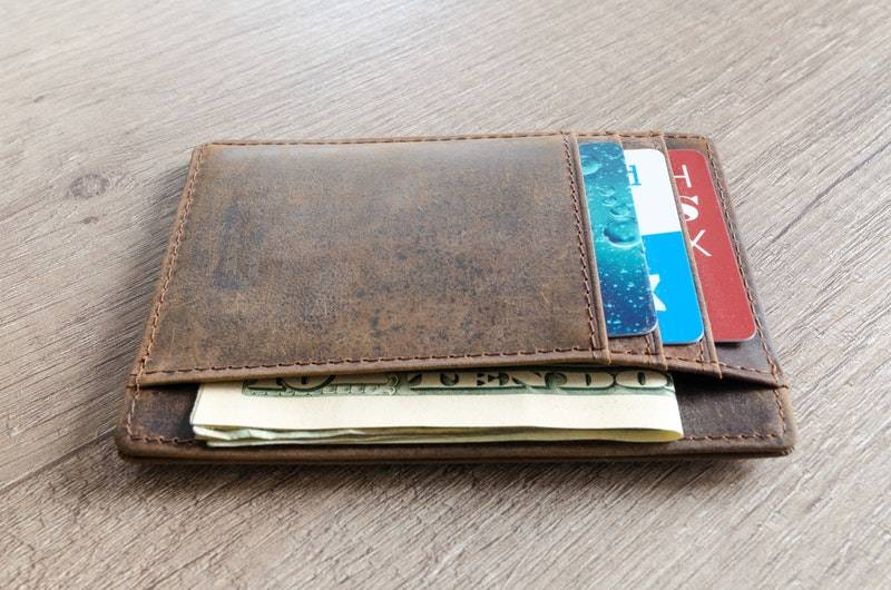 How do credit cards work: Cards in leather wallet
