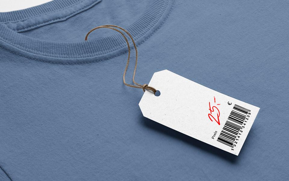 Blaues T-Shirt mit Preisschild 25 €