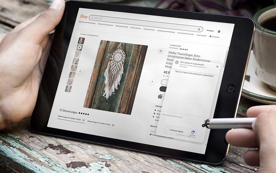 Tablet mit Etsy-Produktseite