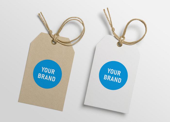 Recyceltes und weißes Hangtag mit Your-Brand-Logo