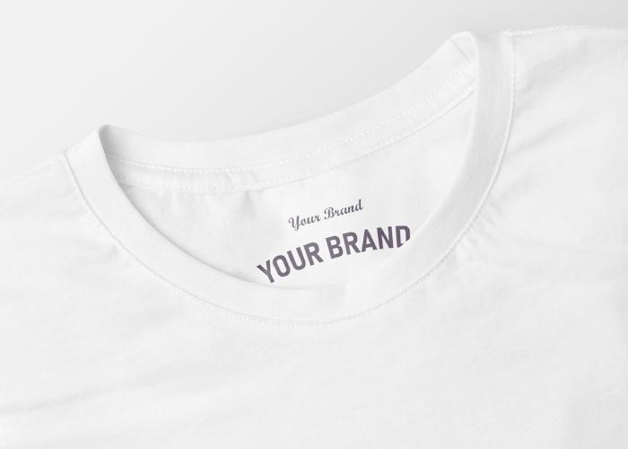 Weißes Shirt mit Your-Brand-Imprint im Nackenbereich