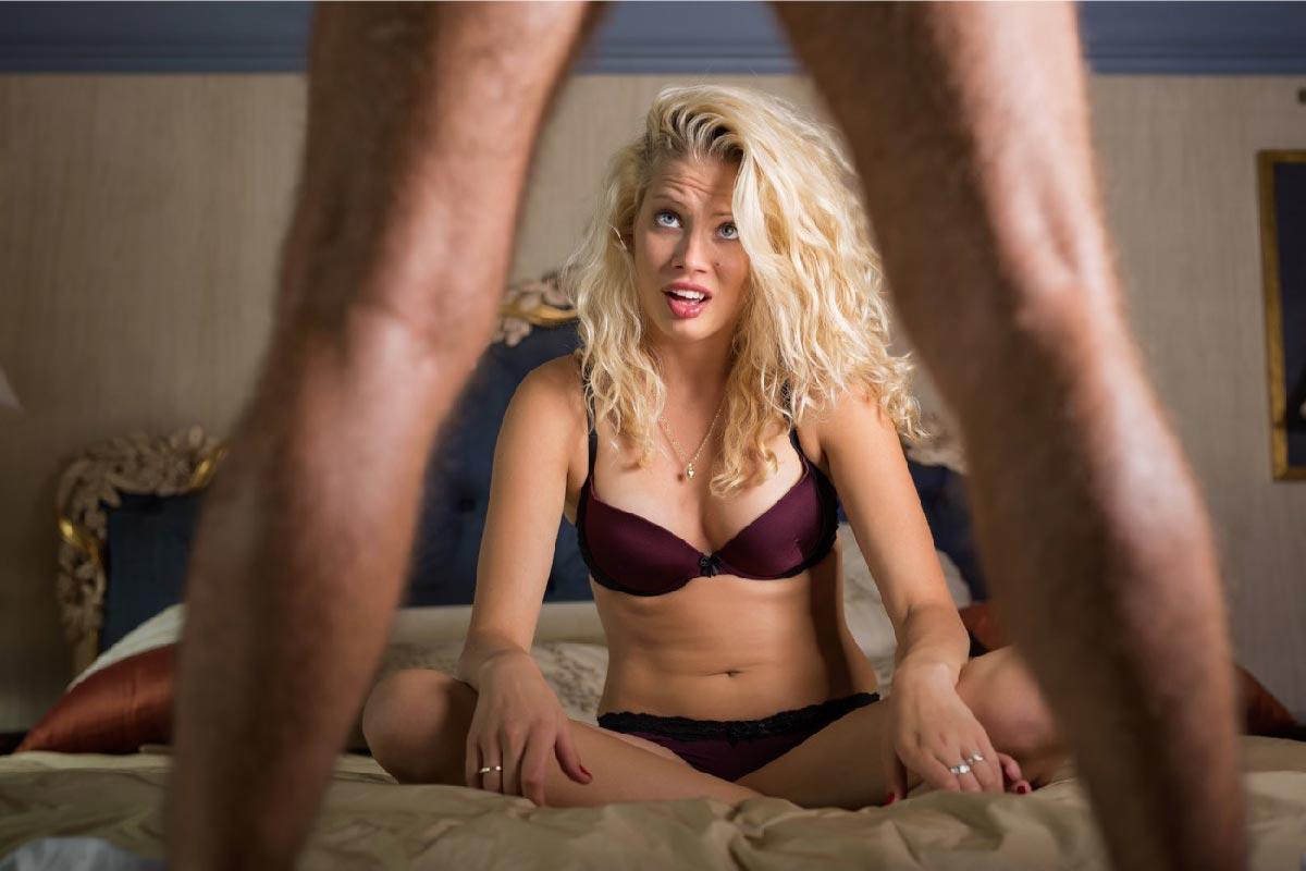 una donna è delusa del suo partner a letto