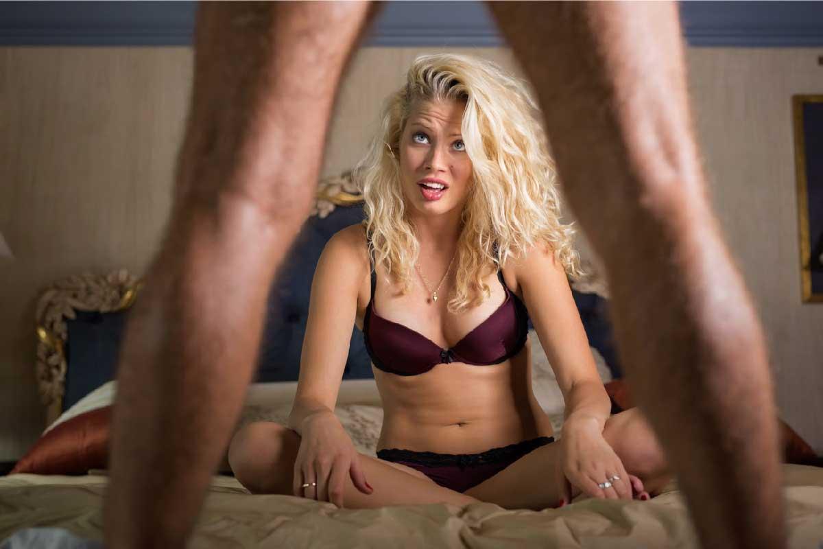 donna delusa del suo partner in intimo