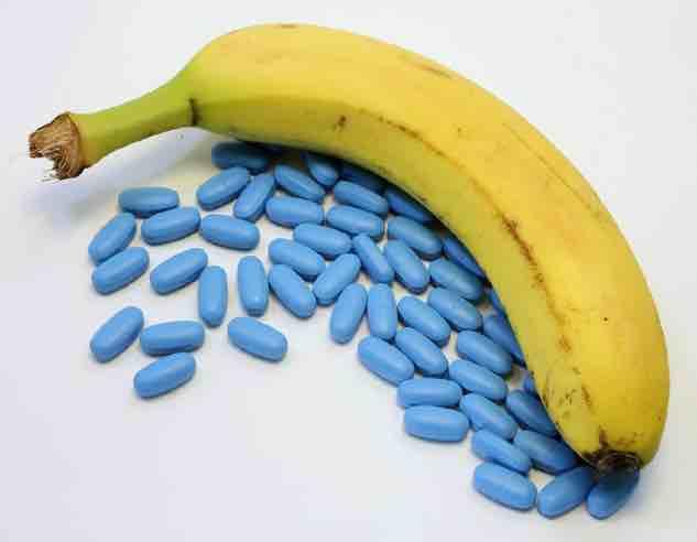 pillole blu con accanto una banana