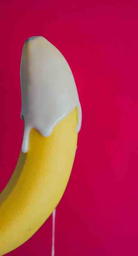 una banana che sembra un pene
