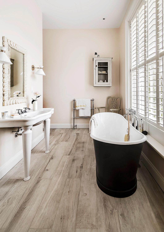 Bathroom – interior design by Eadie & Crole