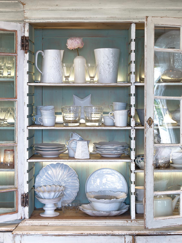 Crockery cupboard – interior design by Eadie & Crole