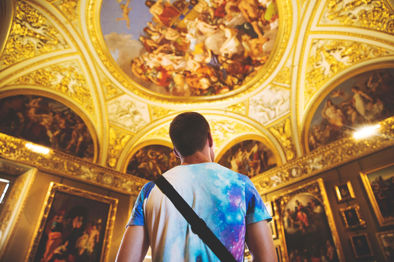 Student in museum in Europe   Art Trip