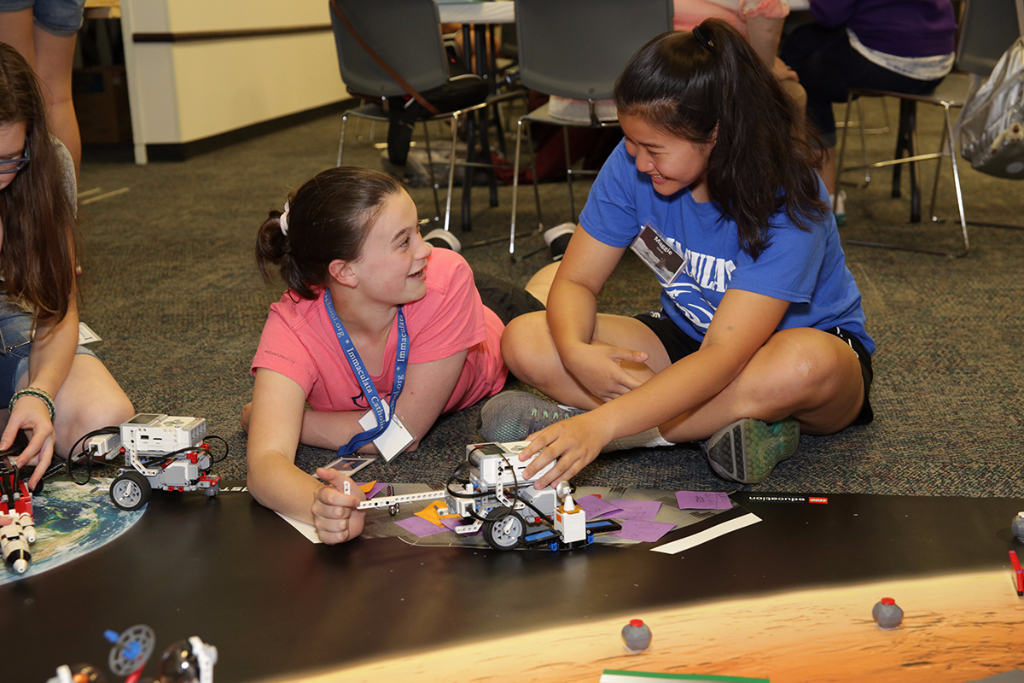 Our 3-5 day Camp KSC programs enable your students to become fully immersed in space centre life and STEM learning.