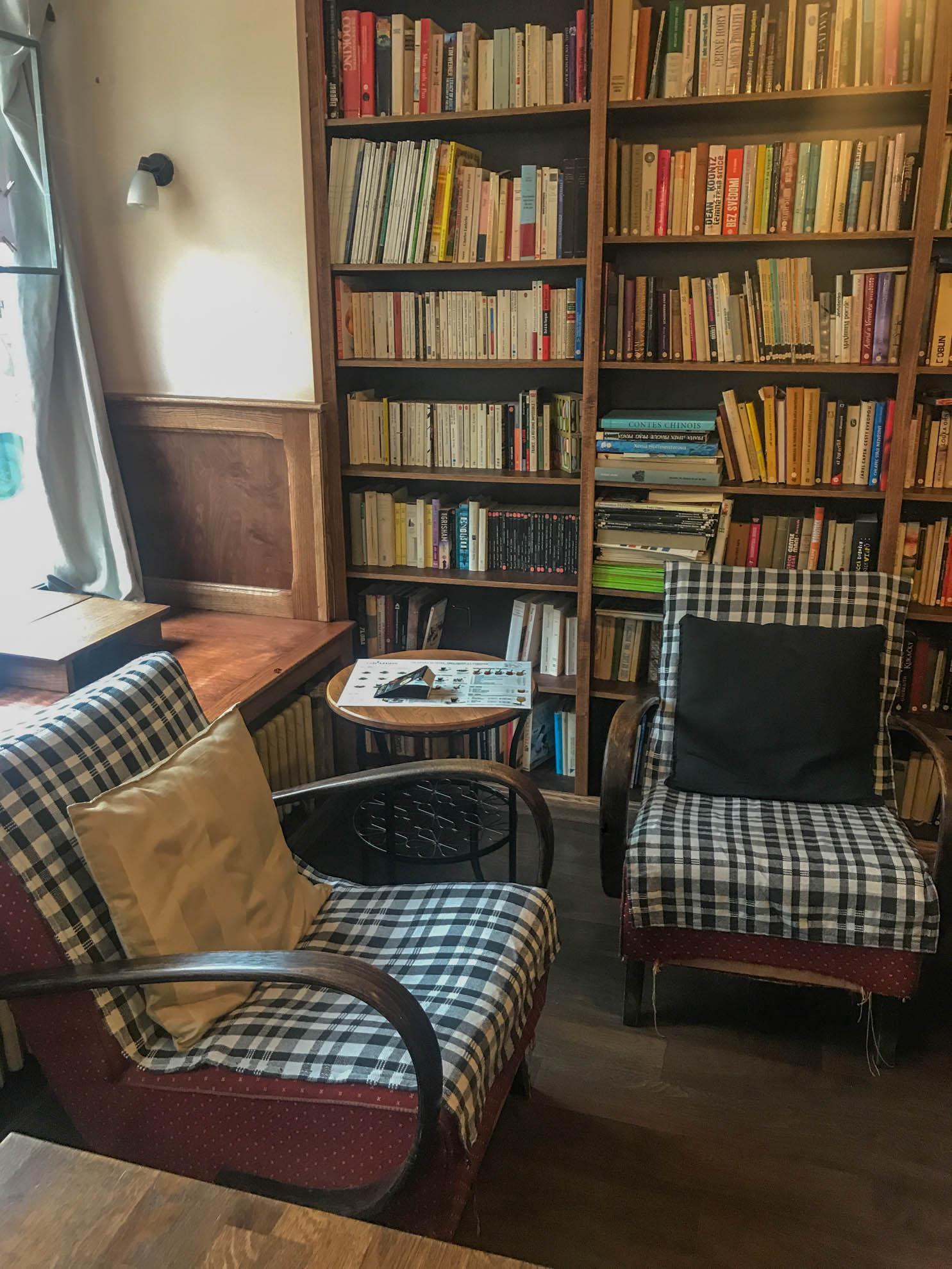 Cafe AdAstra gauč