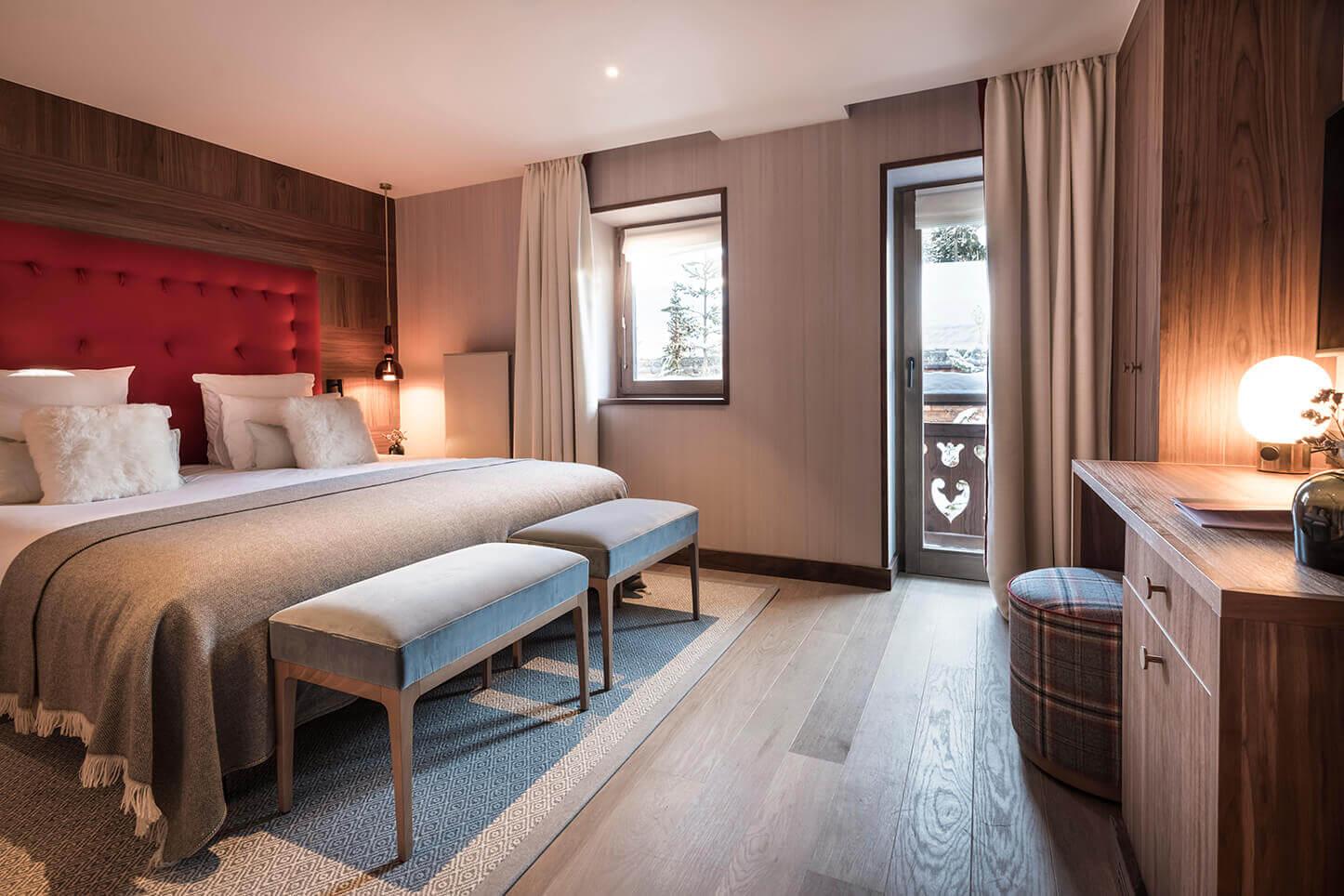 Chambre comfort - tête de lit couleur brique