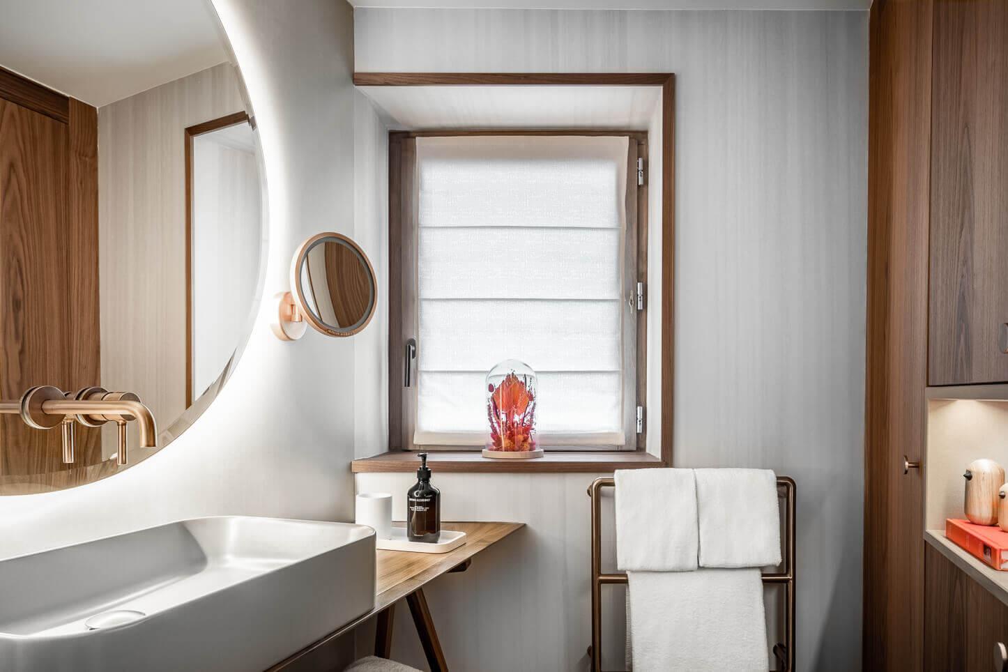 Chambre supérieure - salle de bains