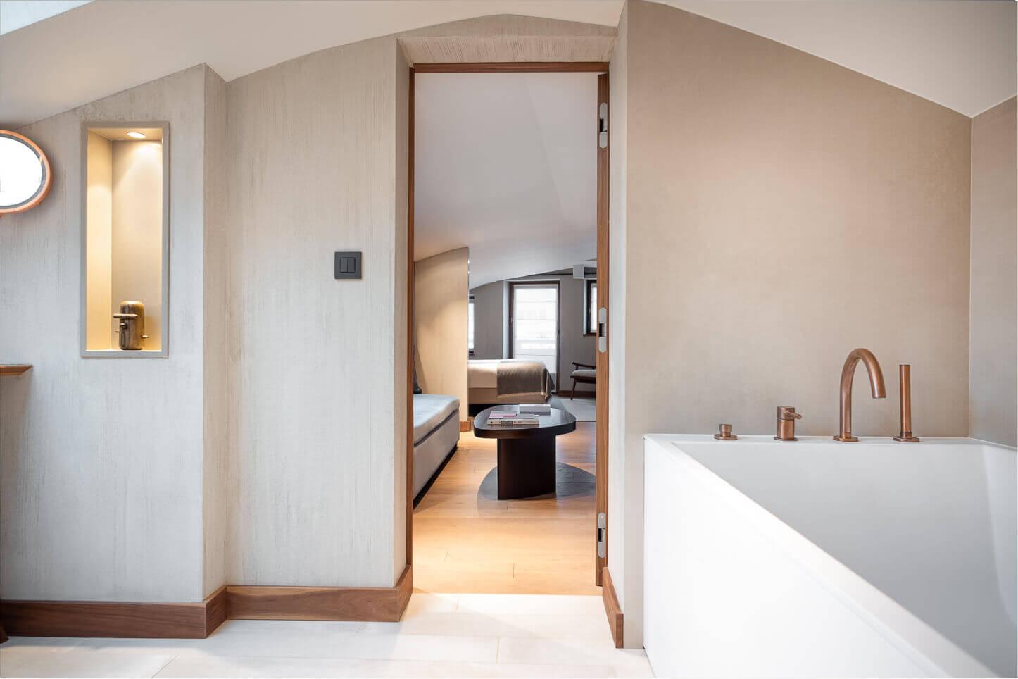 Chambre familiale - salle de bains parentale et baignoire