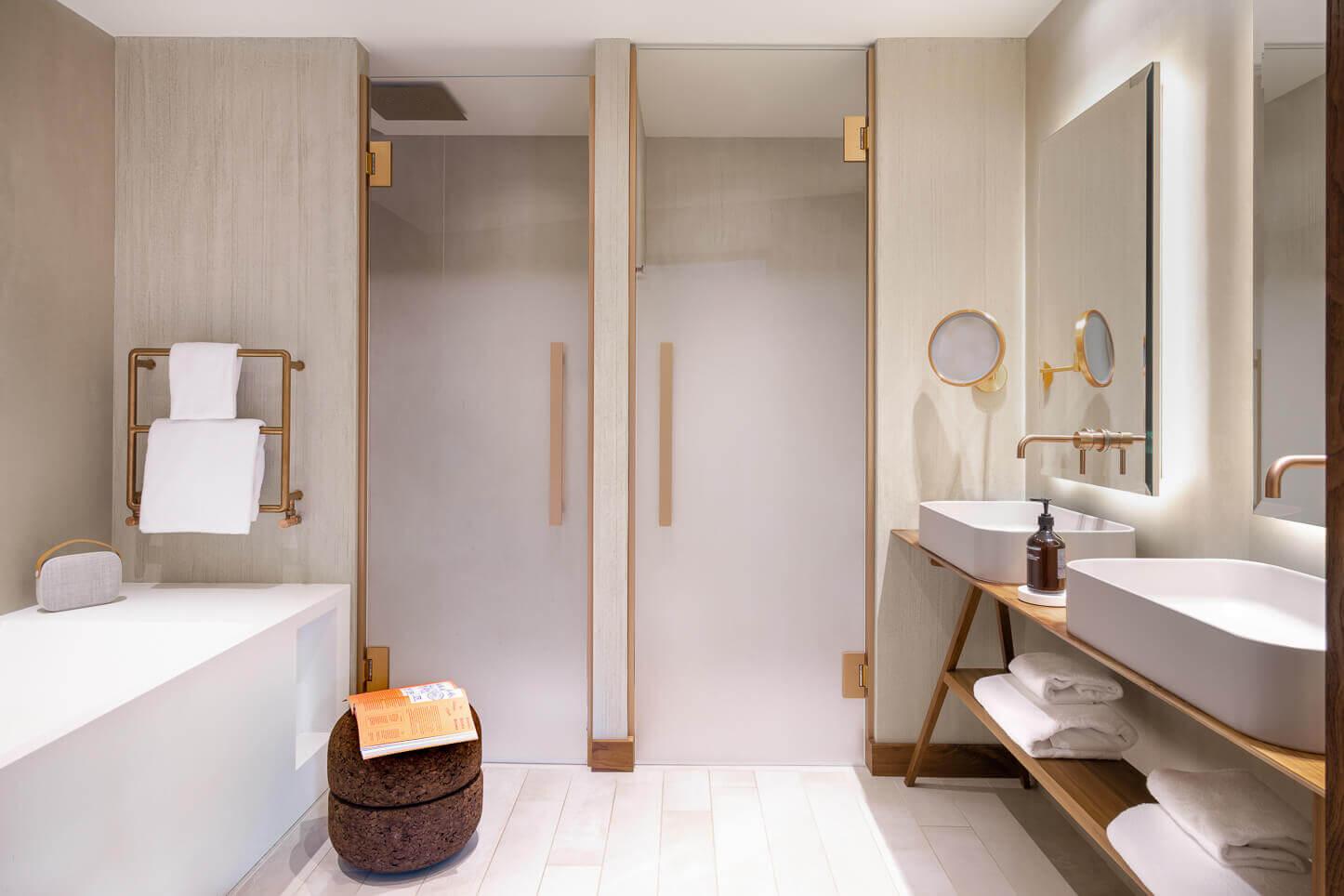Suite - salle de bains avec double vasque