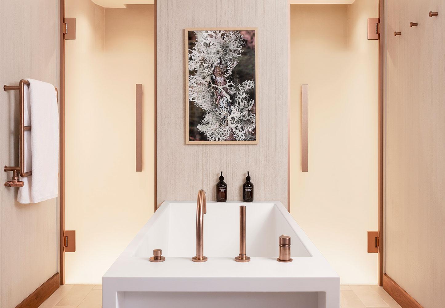 Suite - salle de bains avec baignoire centrale
