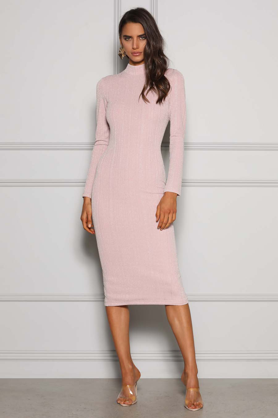 This stunning long sleeve high neck midi dress is crafted out of thick stretch fabric with sheen