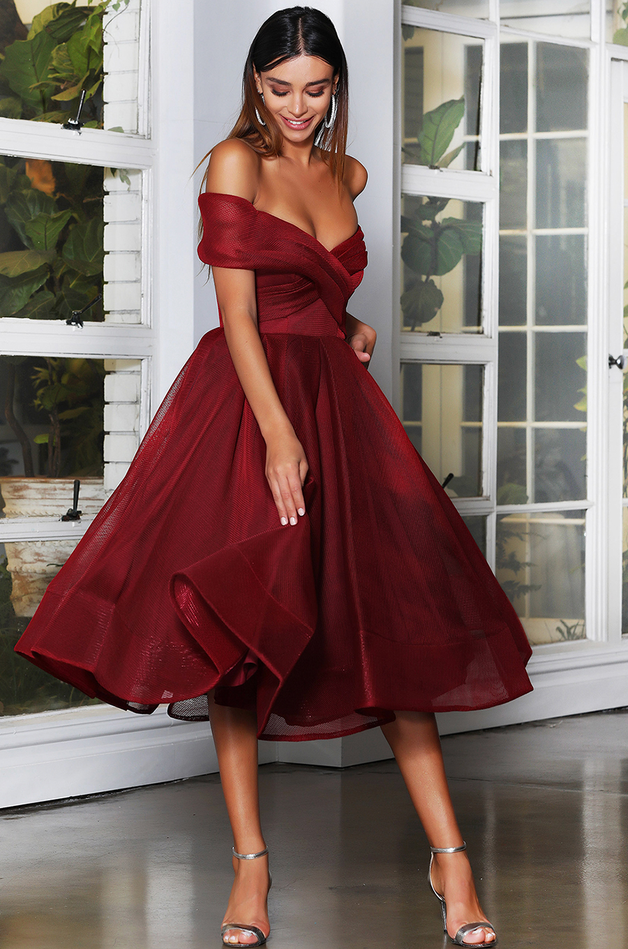 Midi-length dress in off-shoulder silhouette with a flared pleated skirt and crinolin hemline
