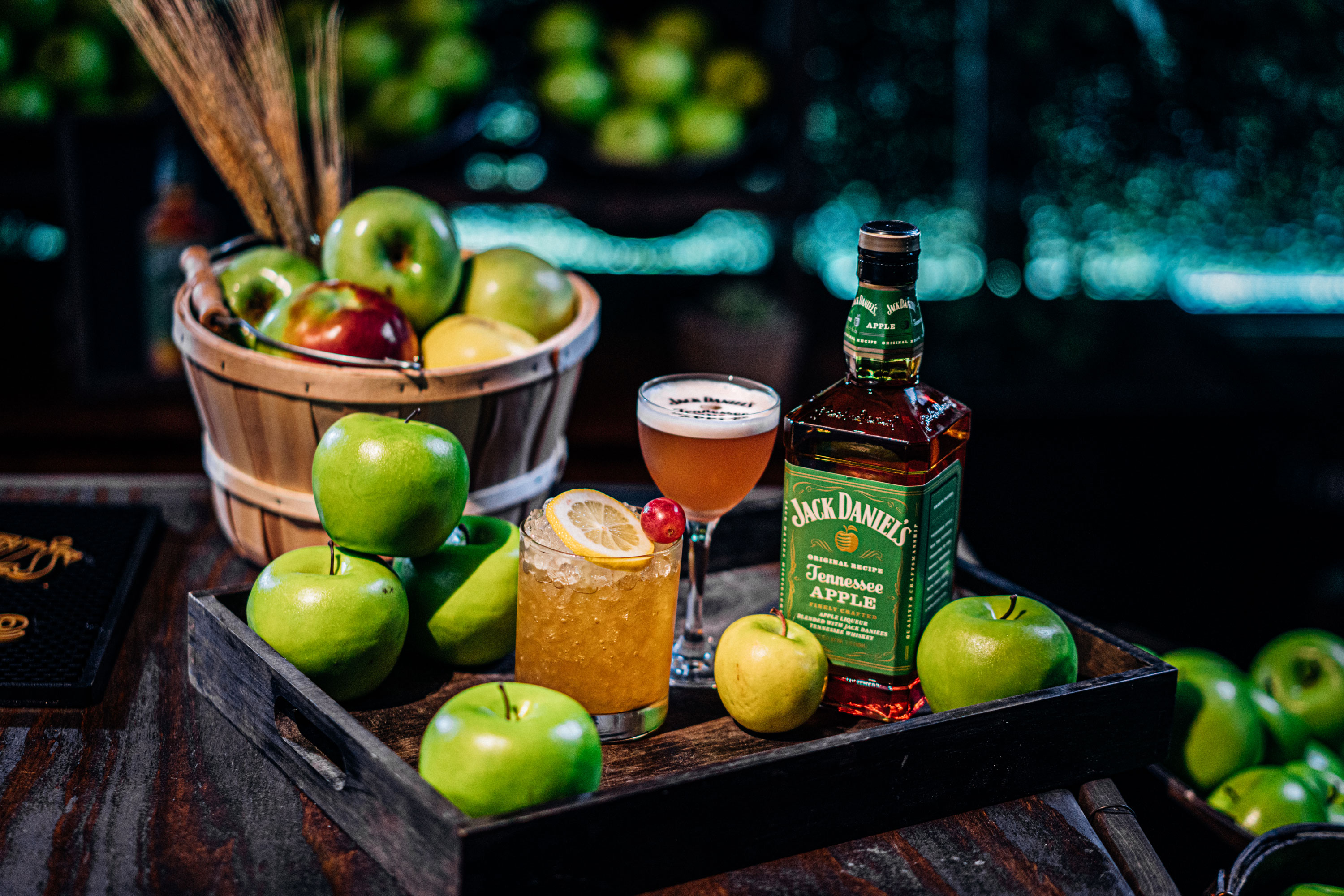 Jack Daniels Tennessee Apple bottle with served drinks and apples