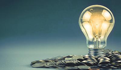 Traditsiooniliselt on finantseerimist seostatud pankadega, kes pakuvad finantseerimist enamasti kinnisvara tagatisel või vähemalt käenduse olemasolul. Viimase kümnekonna aasta finantsinnovatsiooni käigus on turule lisandunud ka ühisrahatusplatvormid, kes laenavad raha sisse suurelt hulgalt väikeinvestoritelt ja pakendavad selle suuremaks laenuks krediidivõtjale samuti peamiselt kinnisvara tagatisel. Ka toodete osas on aja jooksul toimunud mitmekesistumine – lisaks klassikalisele laenutootele saab klient kasutada krediidiliini, järelmaksu, kapitalirenti ja arvete ostu, ehk faktooringut. Hoovi lisab sinna loetelusse uue ja unikaalse finantsteenuse – üüritulu ettemaks.