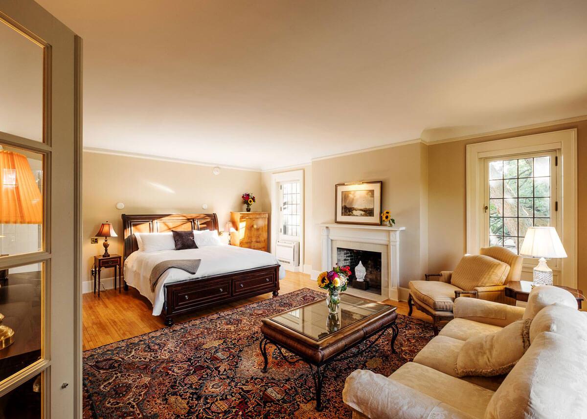 The Davison Hotel room