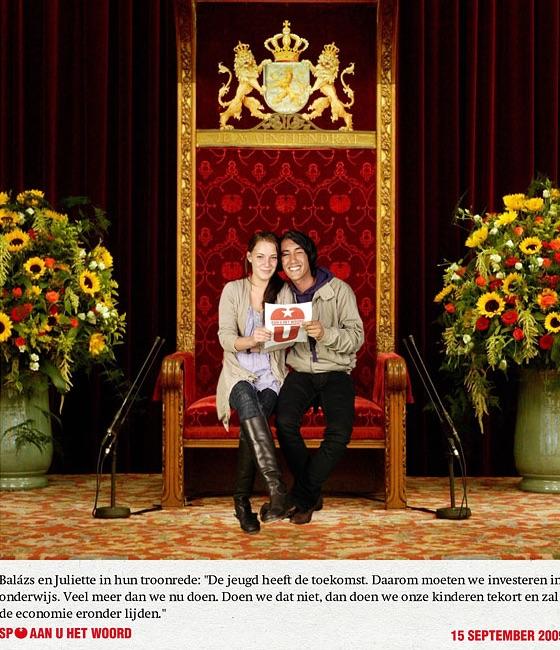 Green screen fotostudio op prinsjesdag in de SP tent op het plein bij het Binnenhof in Den Haag liet publiek zelf even op de troon zitten