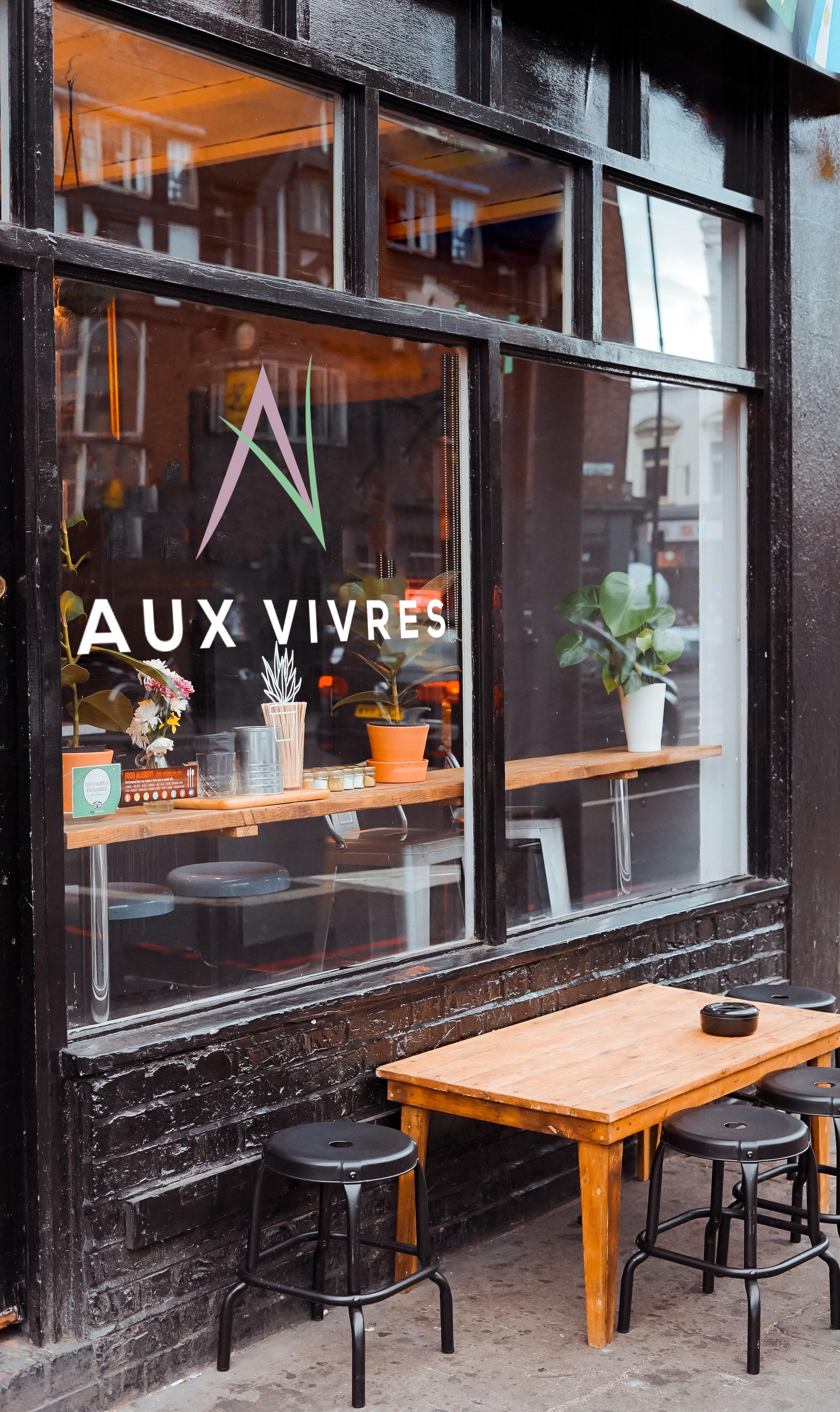 Aux vivres restaurant window