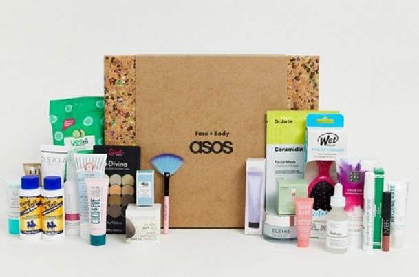 Adventskalender mit Gesichts- und Körperpflegeprodukten