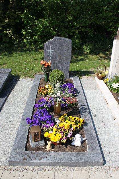 Grabstein günstig, Einzelgrabstein aus Granit, Grabstein aus Deutschland aus Osnabrück