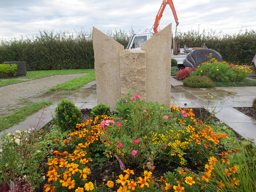 schöne günstige und moderne Grabsteine vom Steinmetz und Bildhauer Messerschmidt in Crailsheim aus Deutschland in Wilhelmshaven Niedersachsen