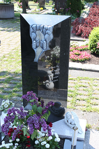 schöne günstige und moderne Grabsteine vom Steinmetz und Bildhauer Messerschmidt aus Crailsheim
