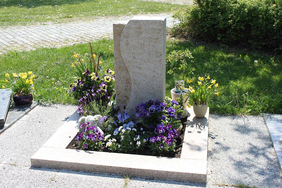 Grabstein Dekoration günstig schön modern Friedhof