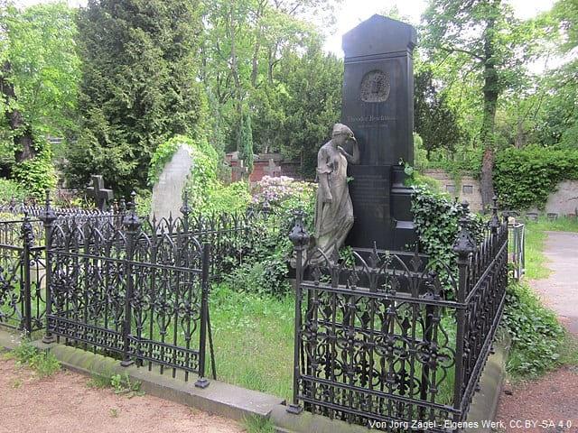 Grabstein auf Friedhof Berlin Kreuzberg