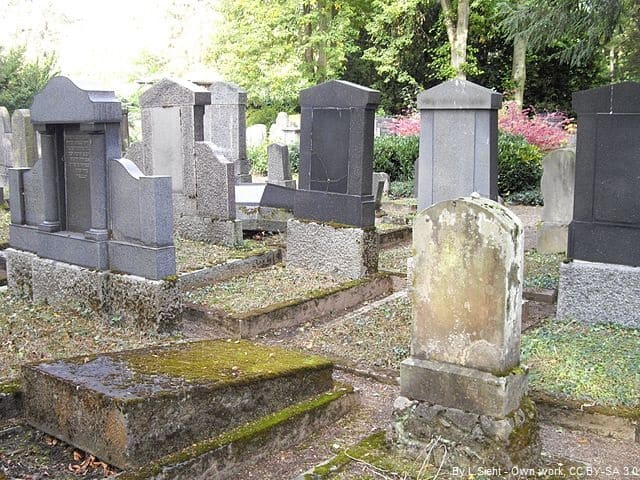 Grabsteine in Trier Friedhof