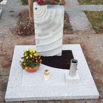 günstiger Urnengrabstein vom Steinmetz Deutschland