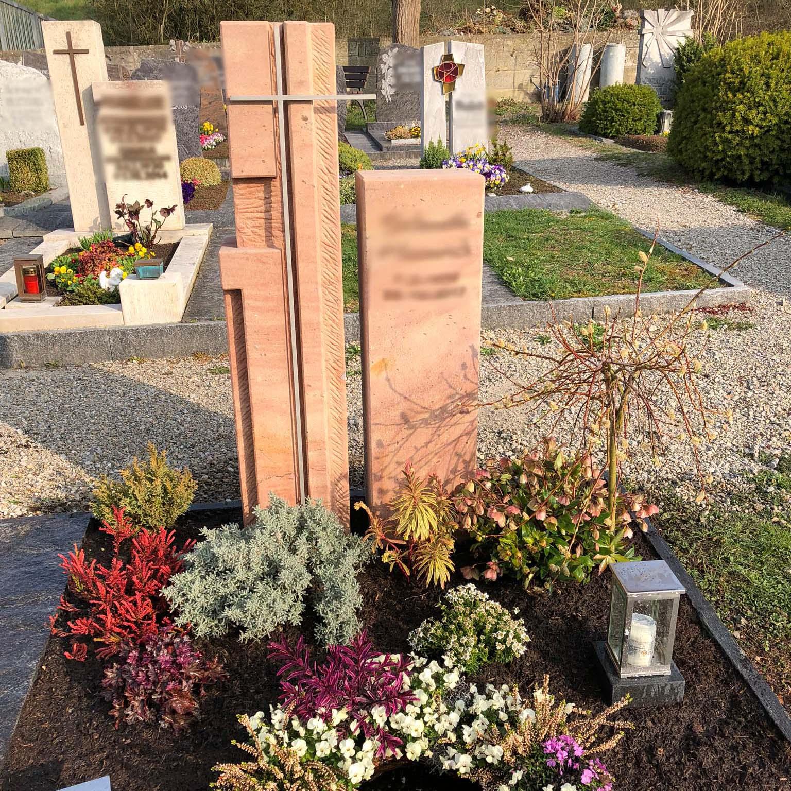 Sandstein Grabstein aus Naturstein mit Kreuz