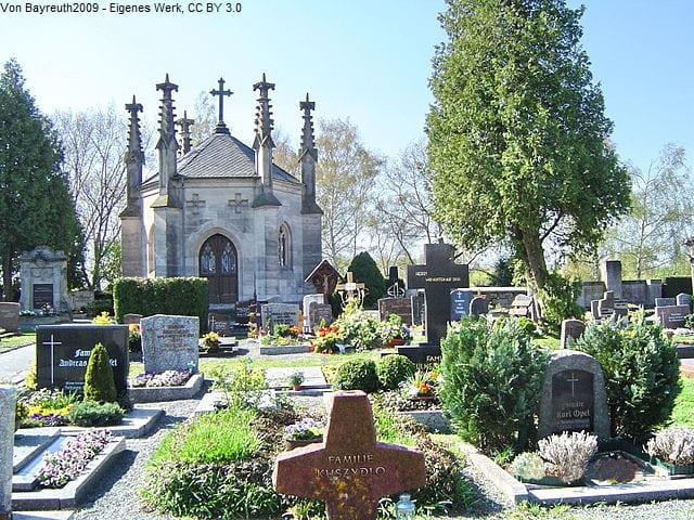 Grabsteine in Bayreuth Friedhof