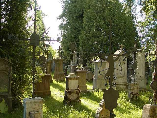 Grabmäler-Friedhof-St. Peter-Straubing