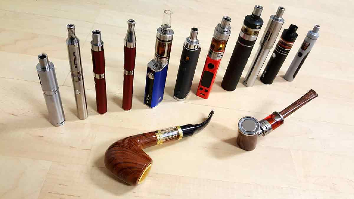 sigarette elettroniche in fila con pipe elettroniche