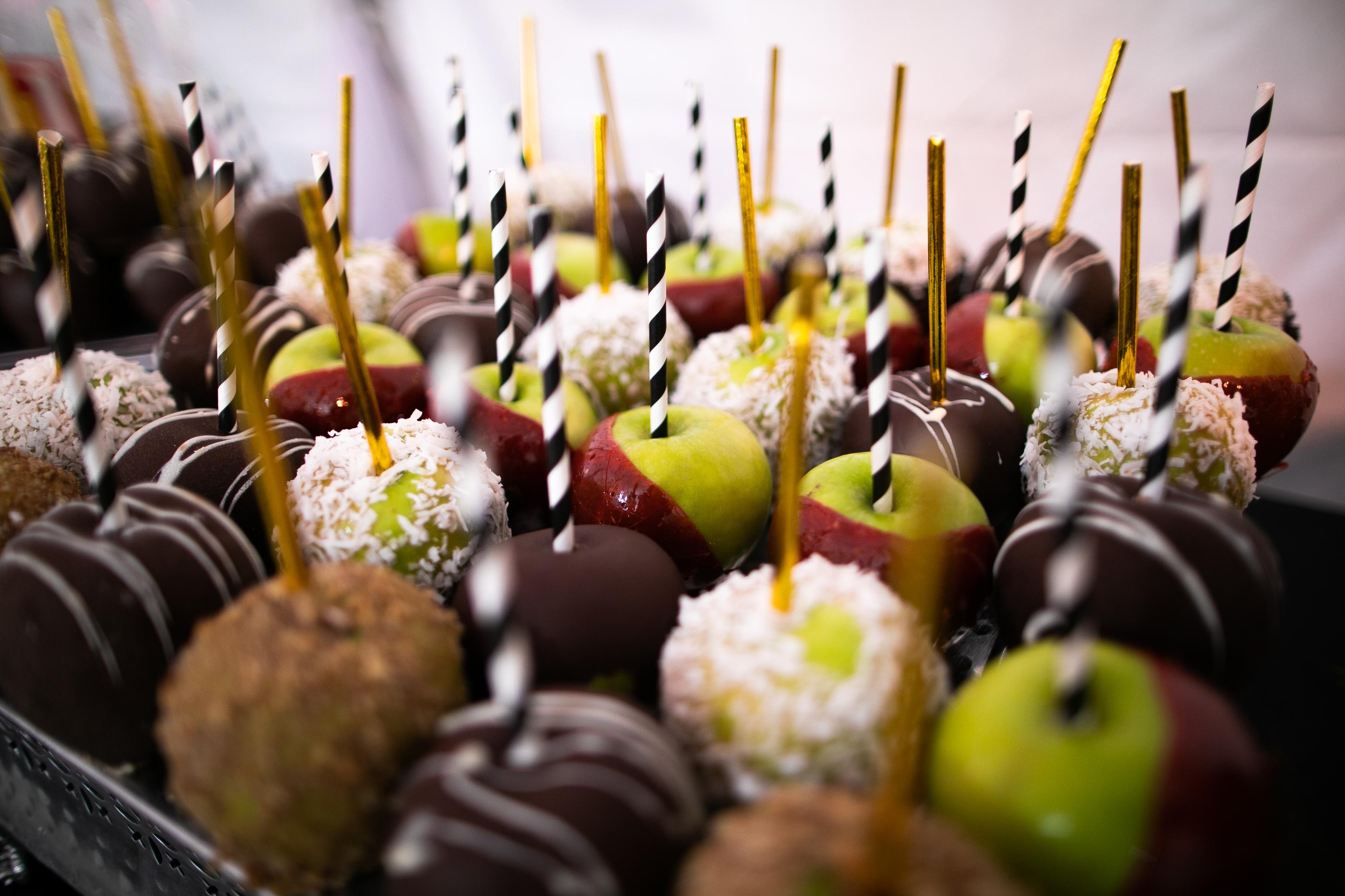 Assorted dessert apples
