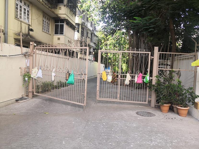 Building gate