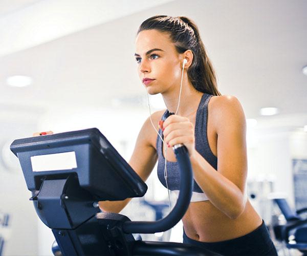 female-athlete-doing-treadmill