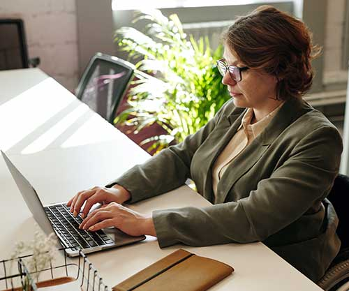 woman-working-at-her-desk