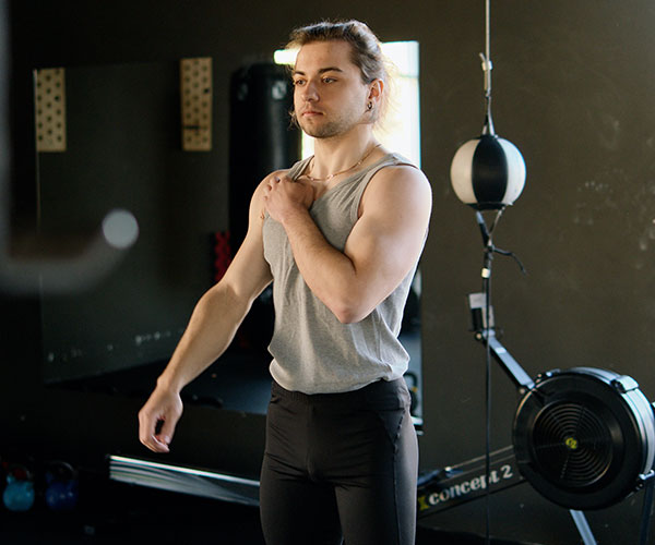 man-in-gray-tank-top-at-the-gym