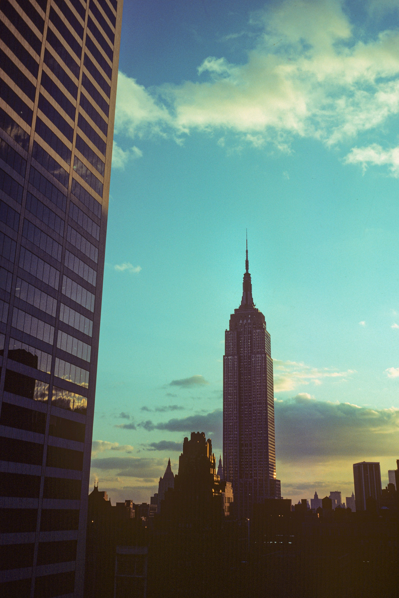 the empire state building in NYC at dusk
