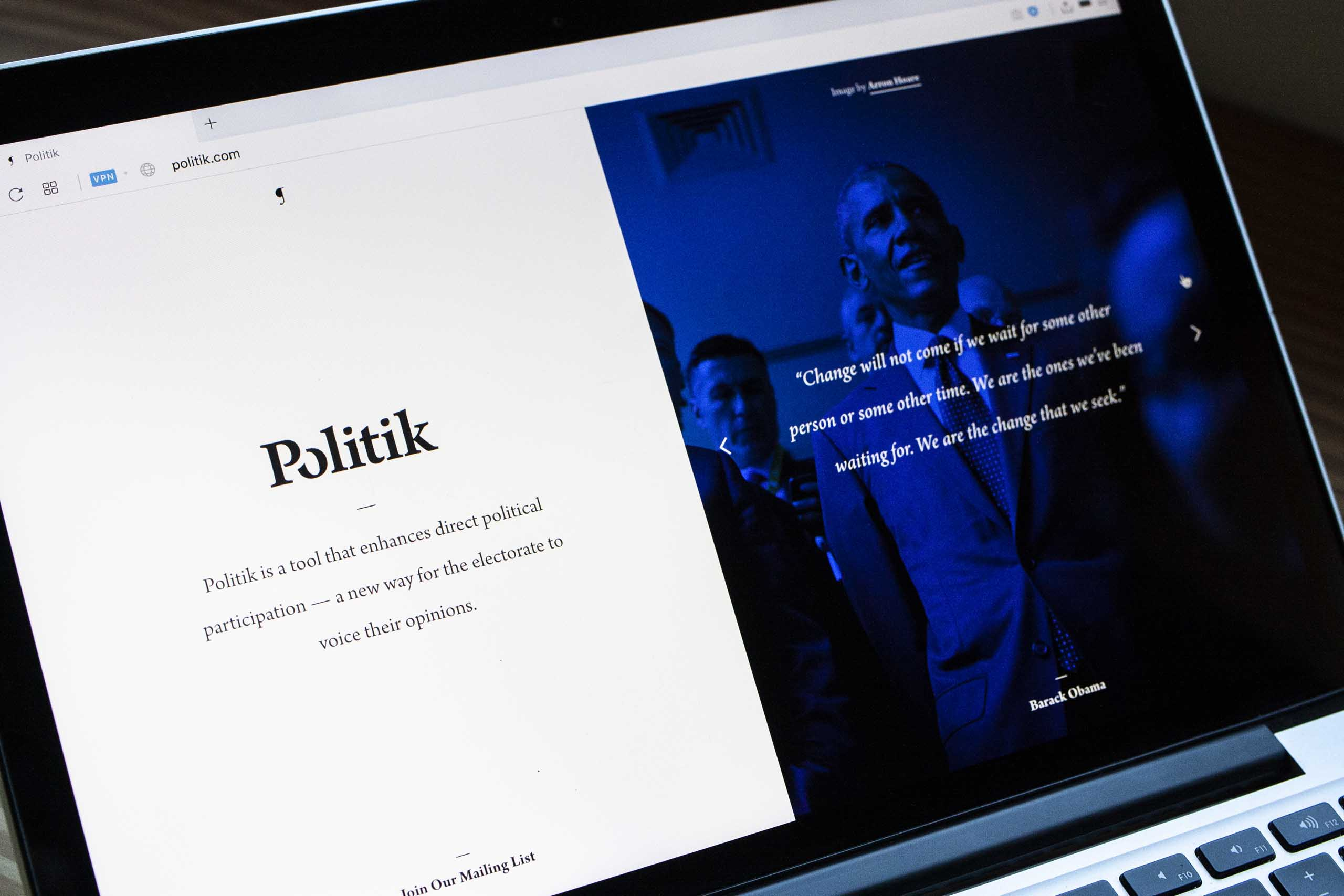 Neon blue Politik page featuring photo and quote from Barack Obama — by Yagnyuk.