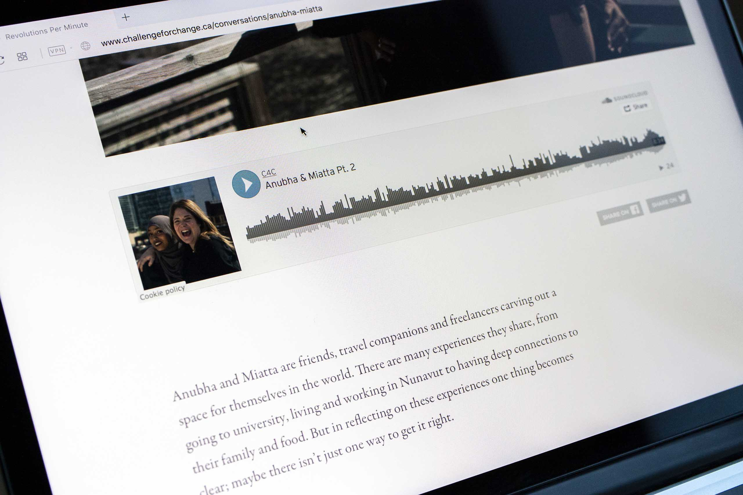 Photograph of the Soundcloud based audio module on a conversation article page — by Yagnyuk.