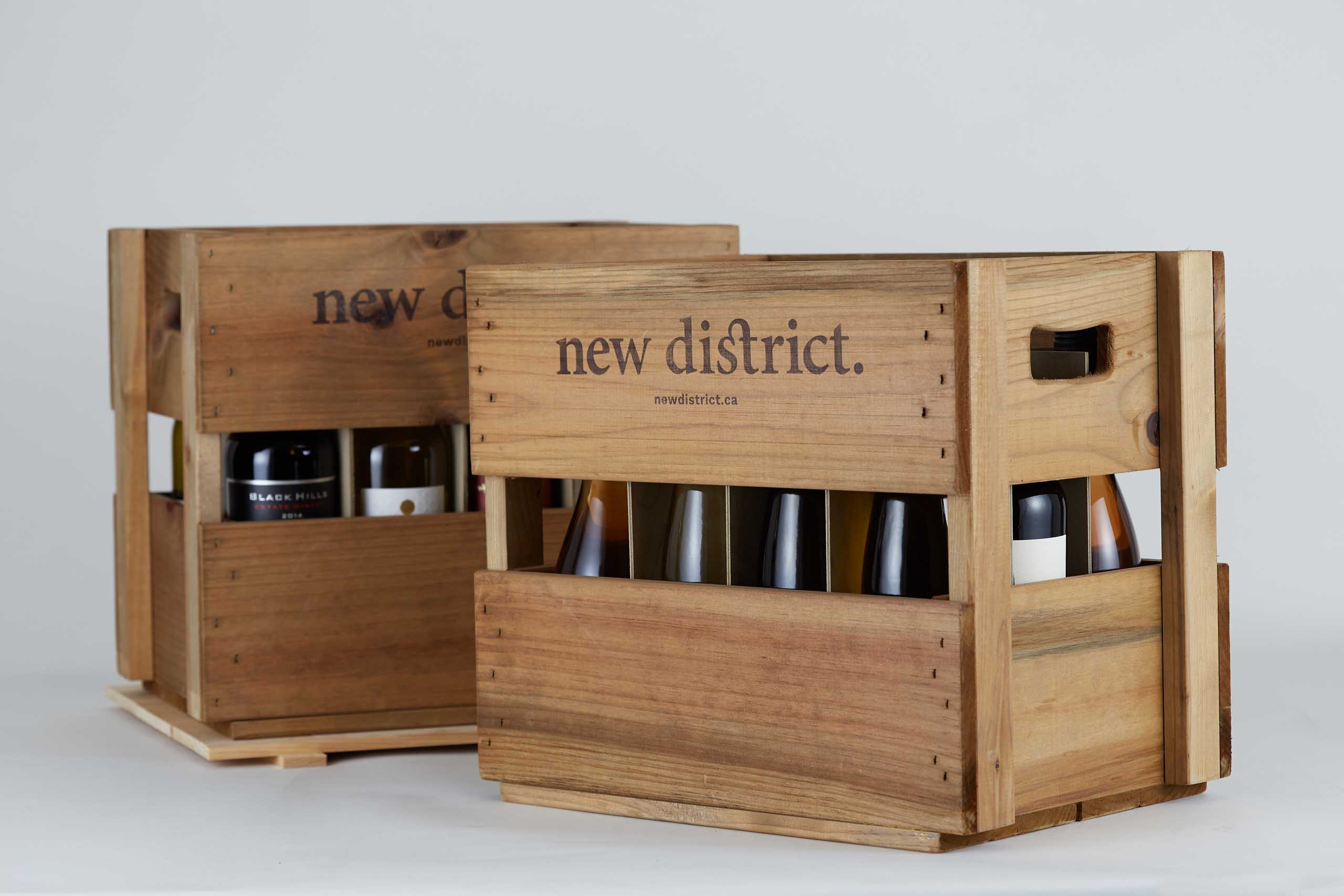 Solid wood crate with wine bottles inside and logo burned on — Yagnyuk.