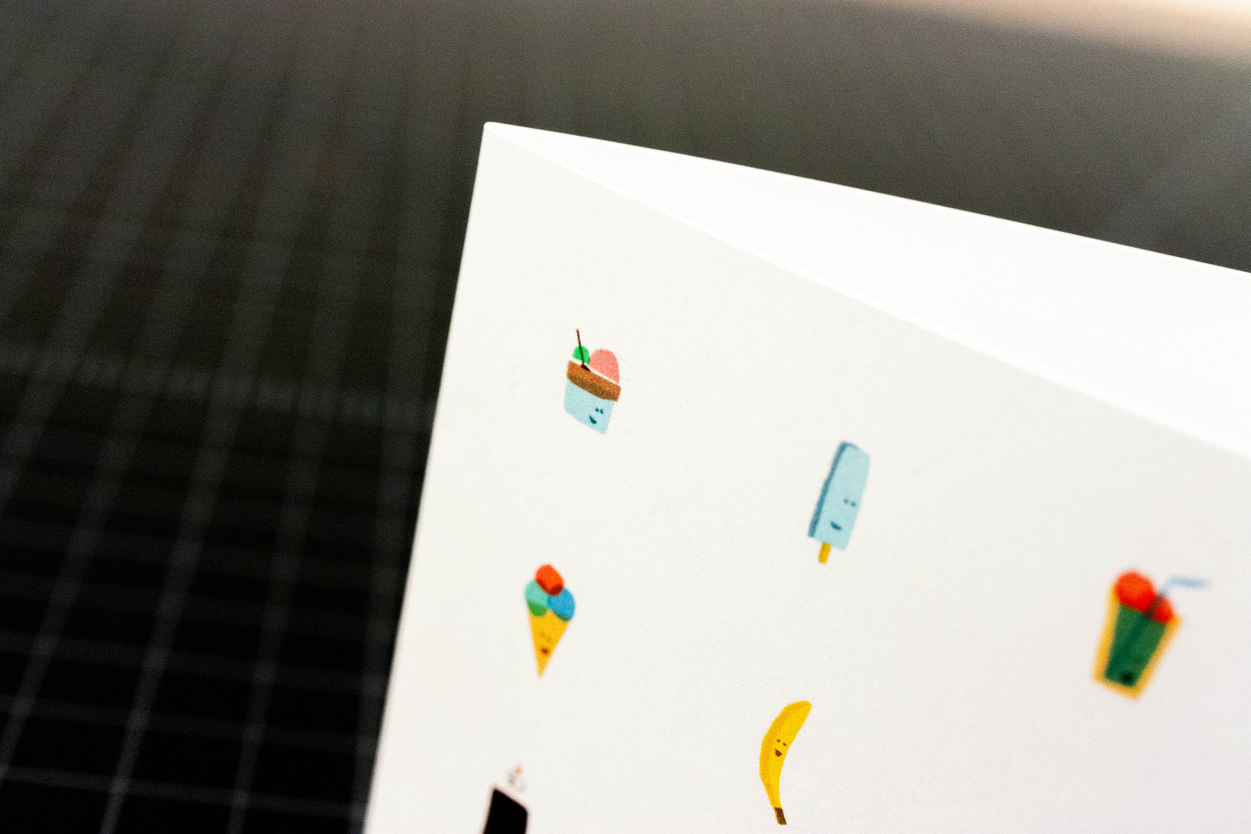 Say Hello Gift card with a series of ice cream related illustrations – by Yagnyuk.