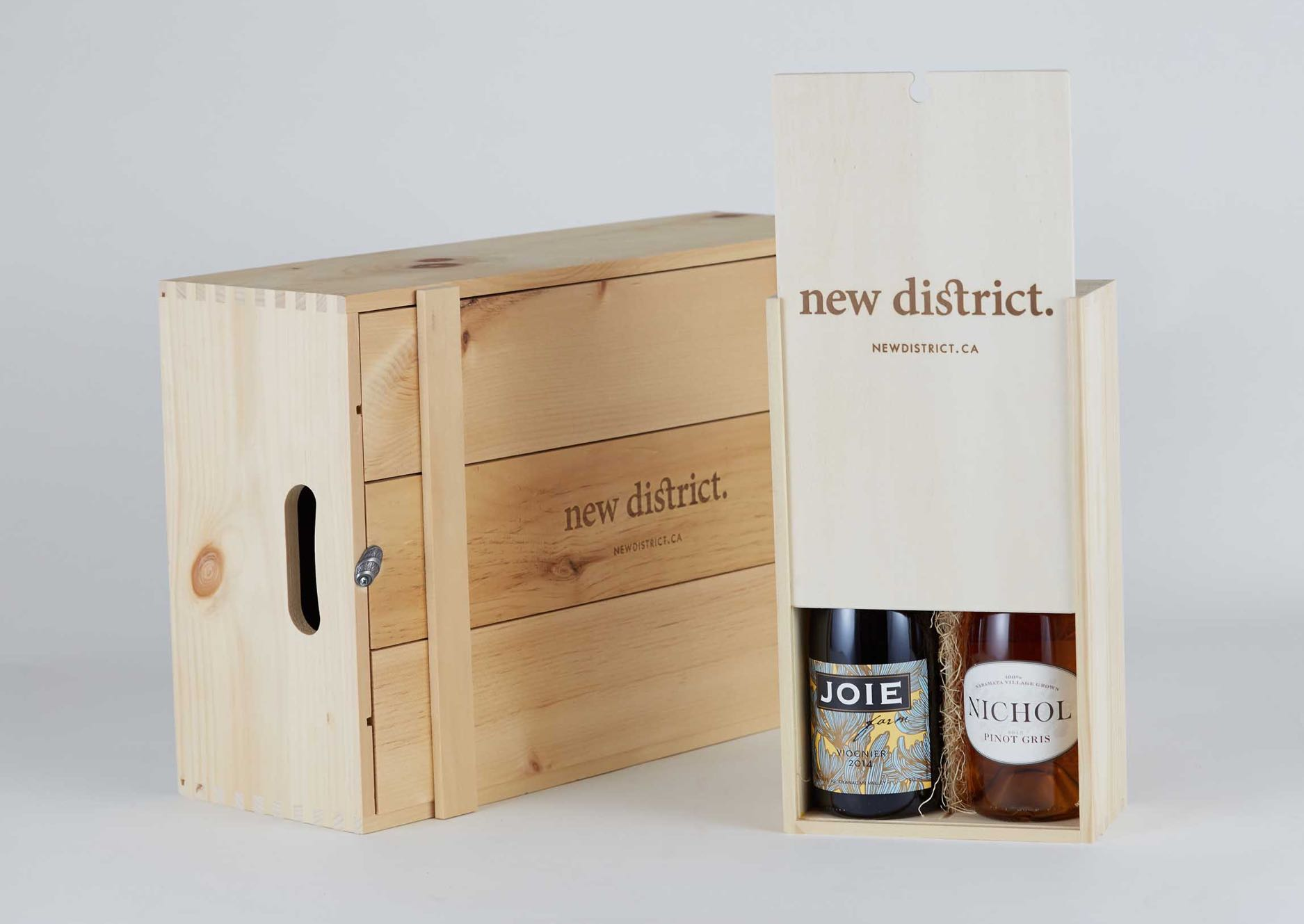 New District wooden packaging boxes for 2 and 12 bottle cases with logo burned in — by Yagnyuk.